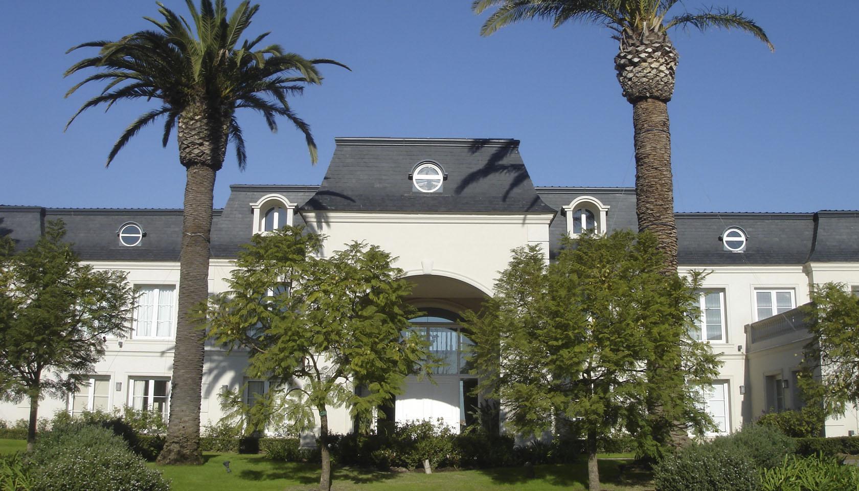 arquitectura neoclásica, casas lujosas, casas con mansarda