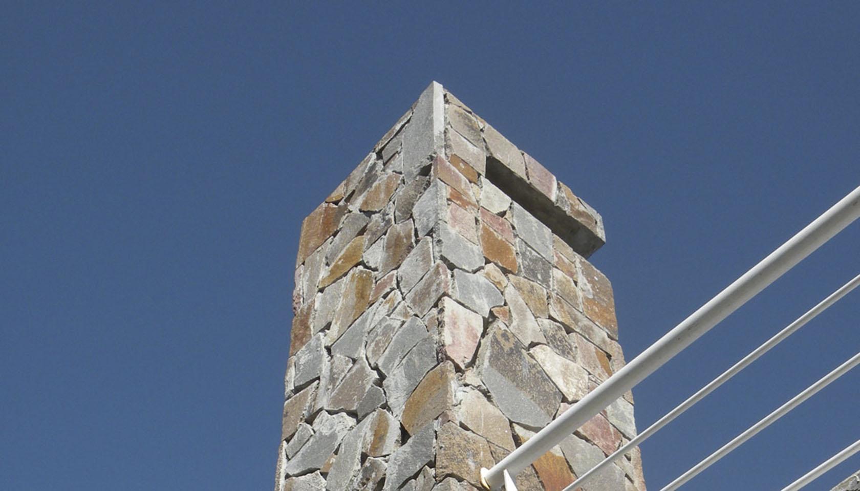 chimeneas en piedra, casas con piedra