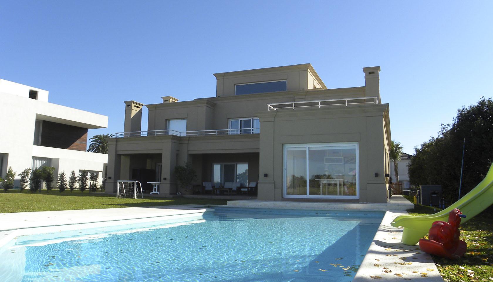 Casa con pileta, casas con jardín grande, pileta en casa clásica