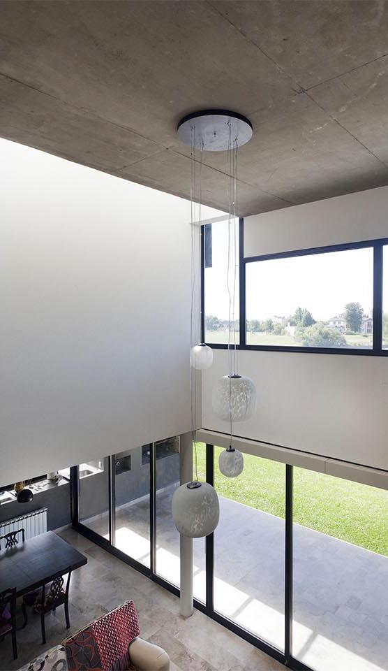 lucarnas interiores, aberturas en techo, losas de hormigón a la vista