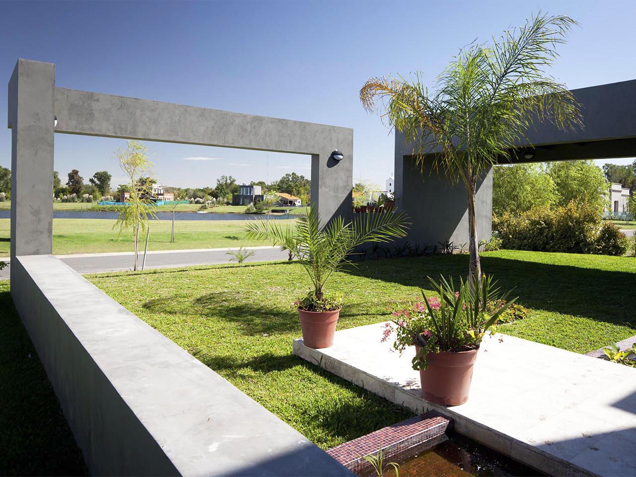 Cinta de hormigón, casas con grandes visuales, arquitectura y paisaje
