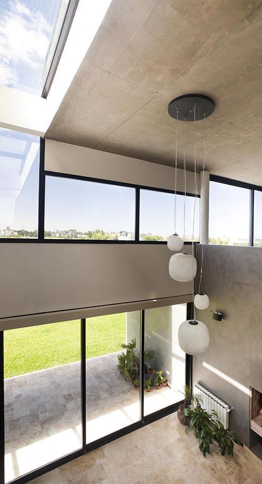 aberturas en techo, ingreso de luz natural, interiores contemporáneos