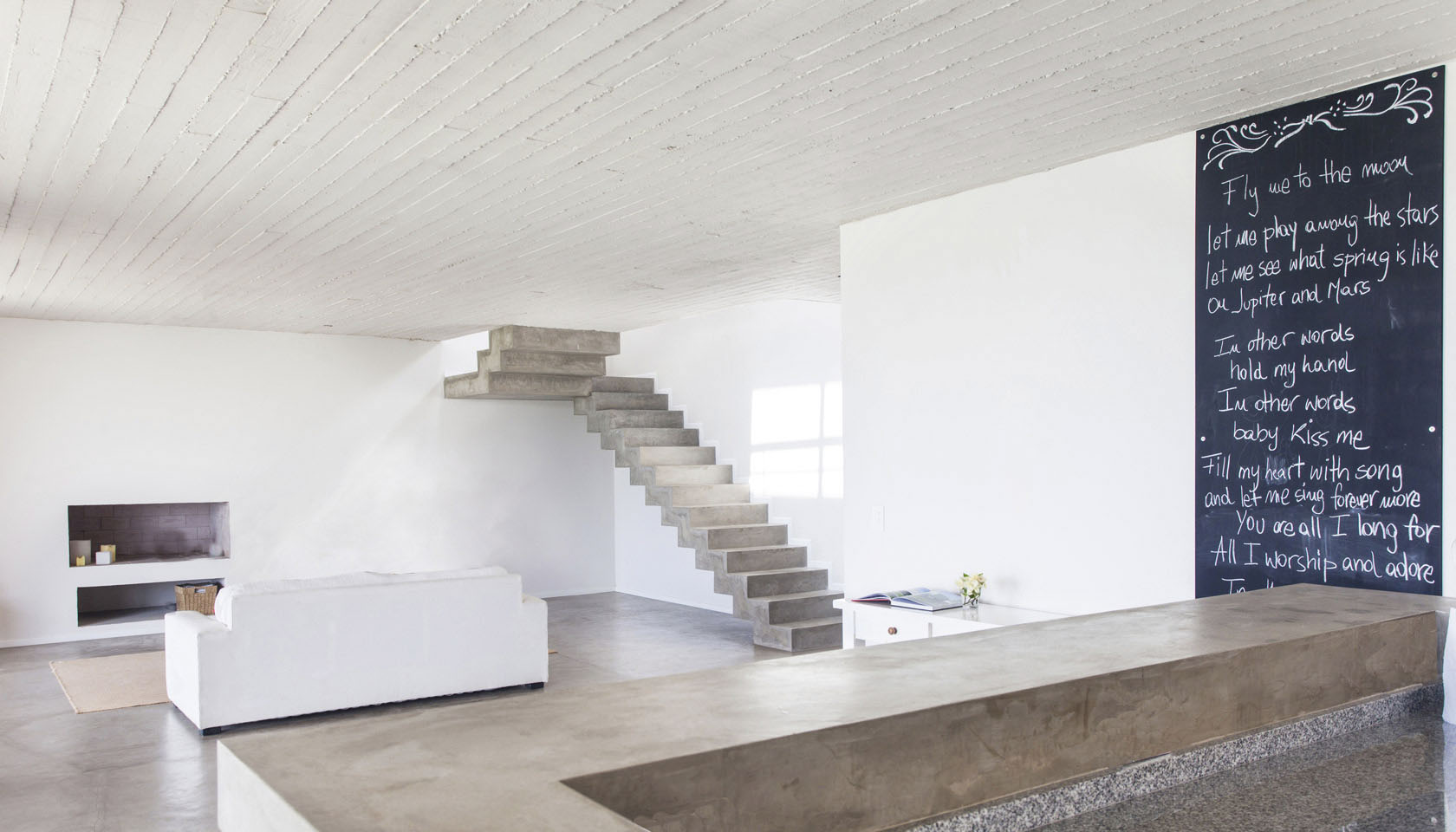 livings modernos, living minimalista, interiores con hormigón a la vista