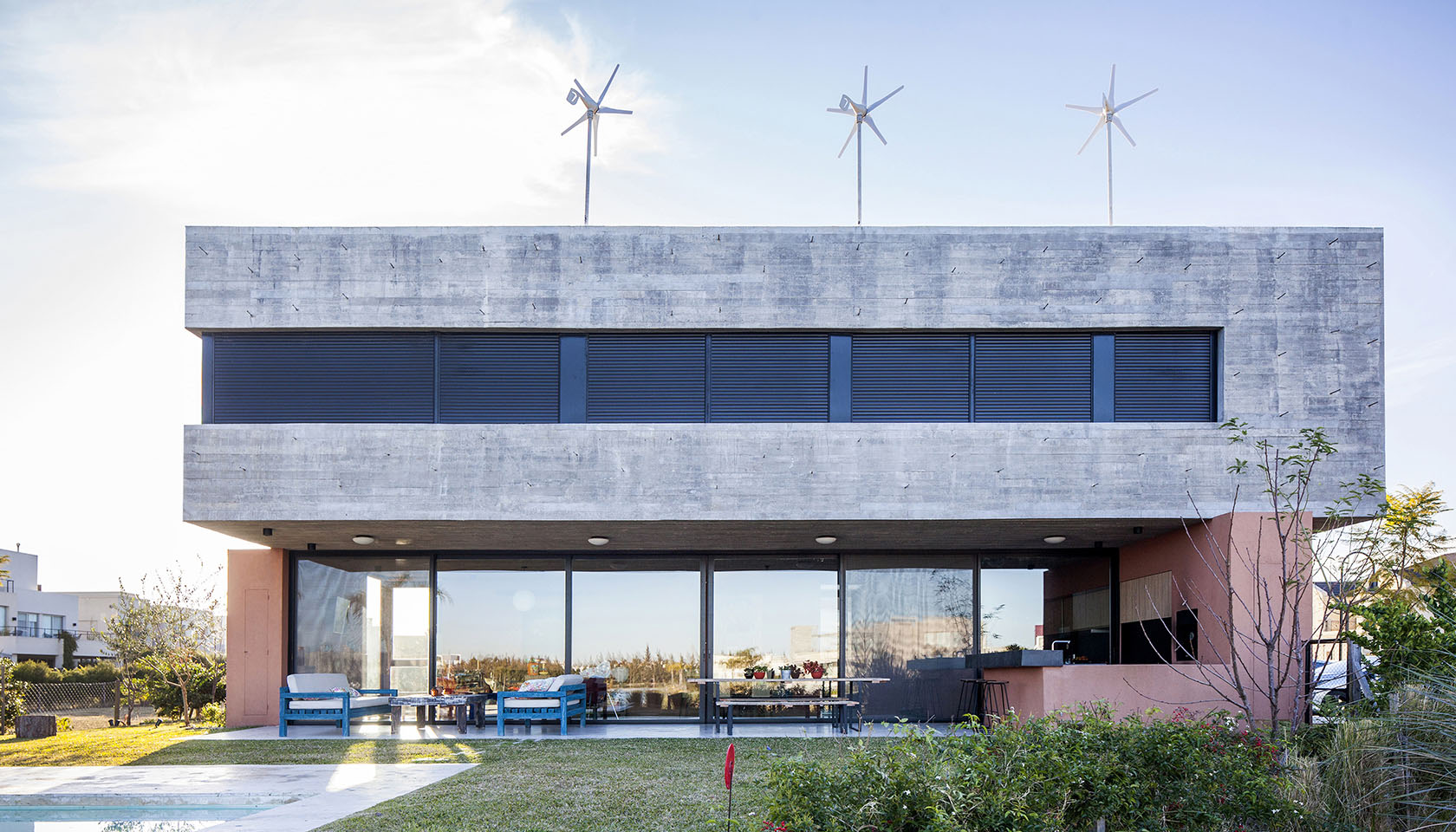 arquitectura sustentable, energías alternativas en casas, grandes aberturas en viviendas