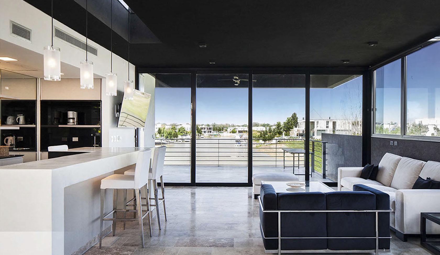 diseño de interiores en casas, interiores modernos en viviendas, vistas con vista al lago