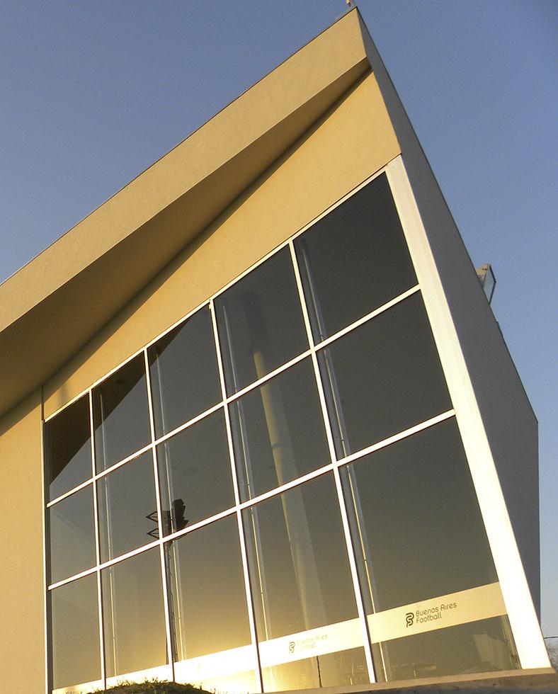 Fachadas modernas, fachadas vidriadas, grandes aberturas, fachadas secas