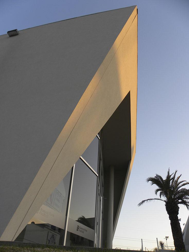 Canchas en tigre, buenos aires futbol, diseño de canchas, alojamiento deportivo, arquitectura moderna