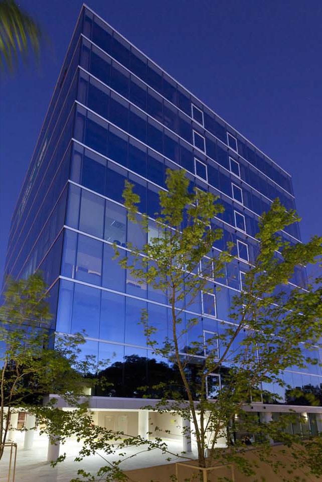 Edificios de oficina vidriados, arquitectura de oficinas