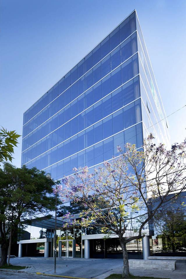 Fachadas vidriadas, edificios minimalistas de oficinas