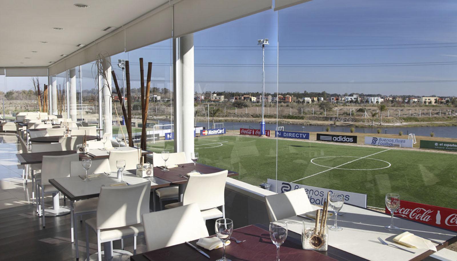 Club deportivo en tigre, bar en canchas, restaurant con vista al rio