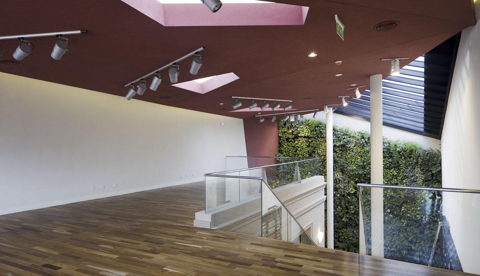 Diseño contemporáneo de lucarnas, plegados arquitectónicos, locales con cielorraso rojo, diseño de iluminación interior