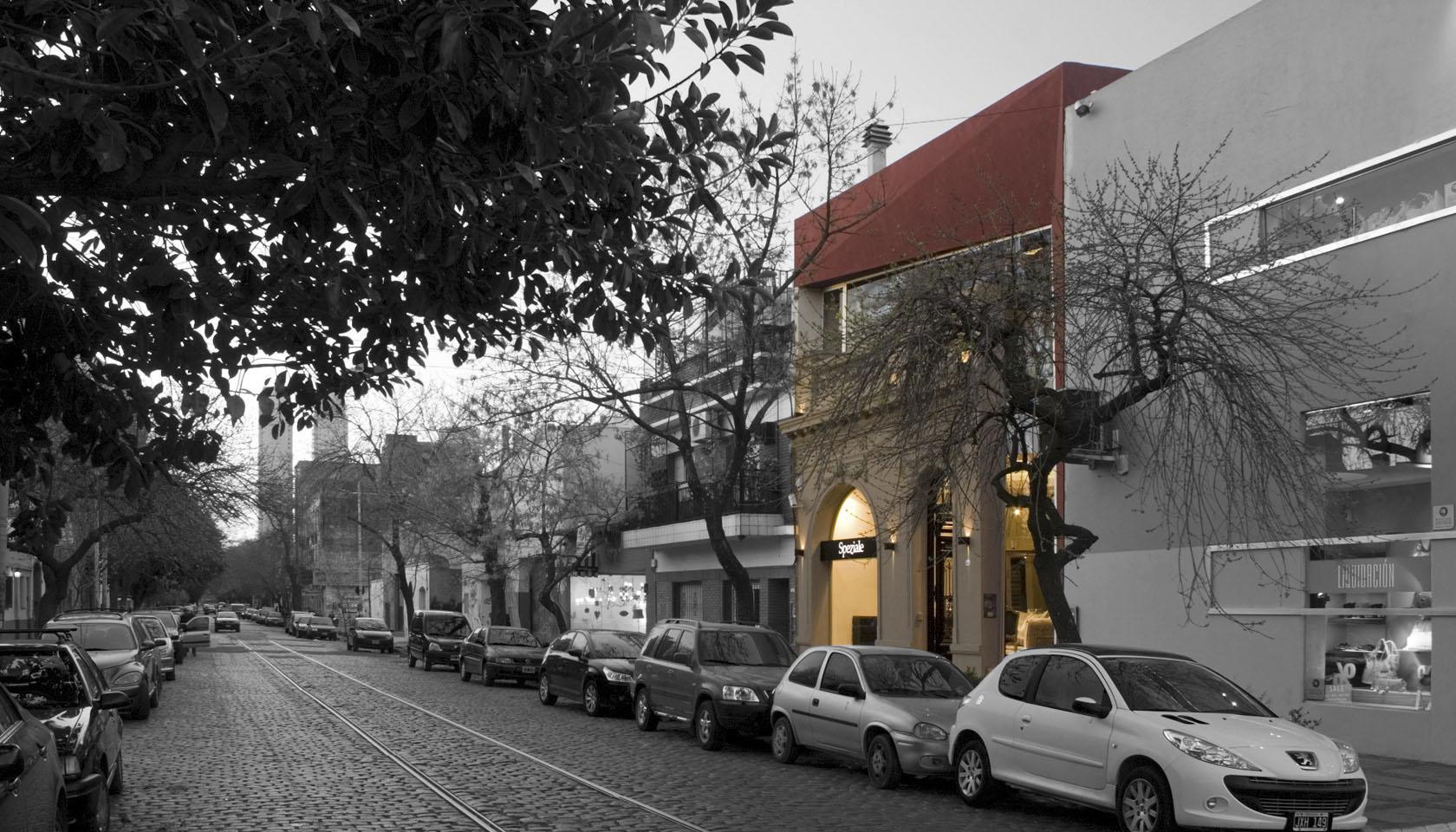 Locales con fachadas rojas, diseño de fachadas clásica y modernas, híbridos arquitectónico